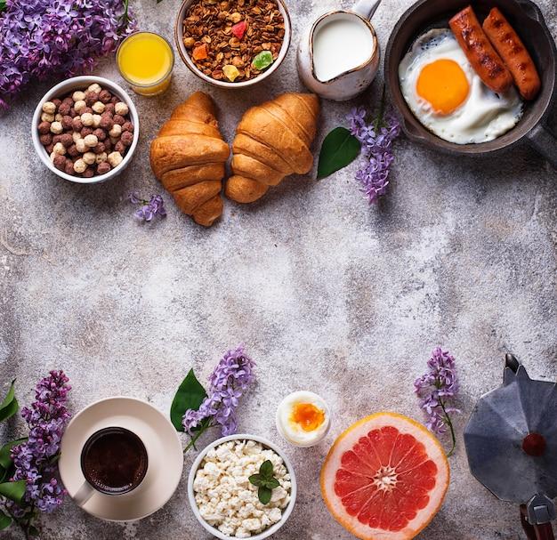 Conjunto de vários pequeno-almoço saudável