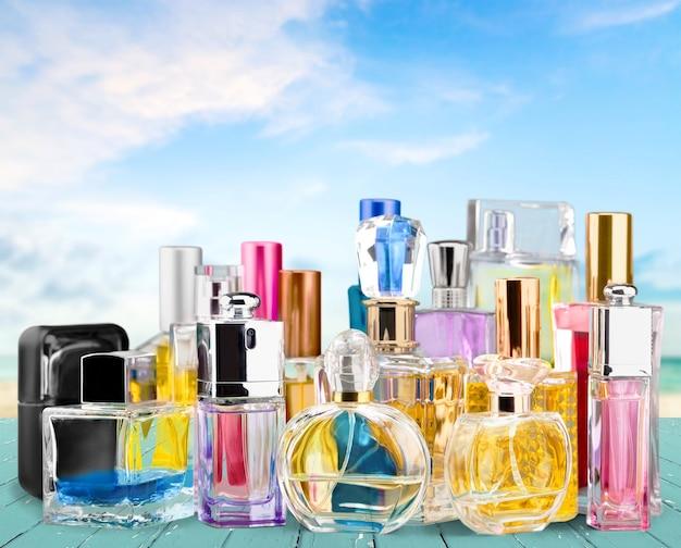 Conjunto de vários perfumes femininos