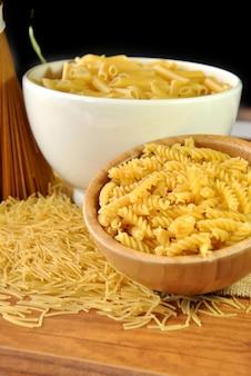 Conjunto de vários tipos de macarrão, macarrão e macarrão