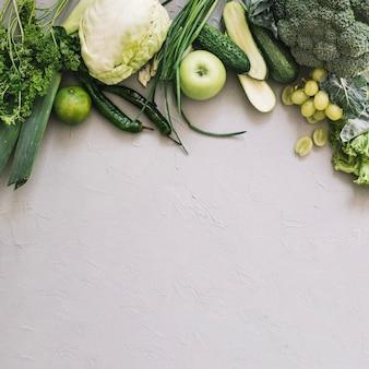 Conjunto de vegetais e frutas verdes