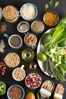 Conjunto de vegetais, ervas, cereais e sementes para uma dieta saudável. dieta livre de glúten. cozinha vegetariana.