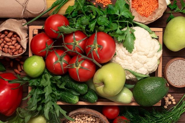 Conjunto de vegetais frescos orgânicos da fazenda.