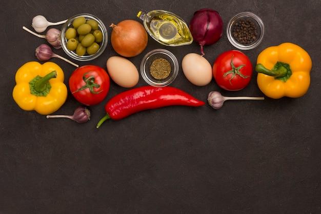 Conjunto de vegetais para uma dieta saudável, pimentão amarelo e vermelho