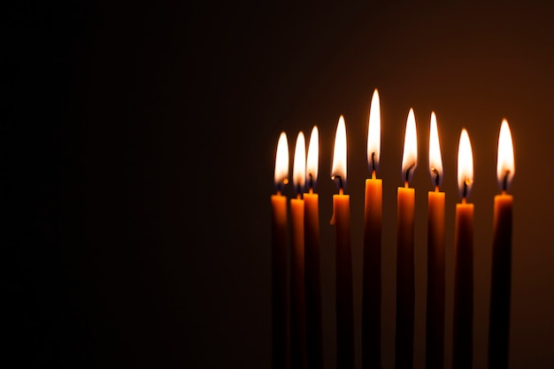 Conjunto de velas sagradas acesas