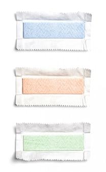 Conjunto de vista superior gomas de mascar desembrulhadas
