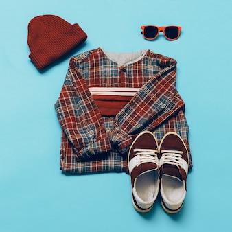 Conjunto elegante moderno urbano. tênis e boné camisa xadrez