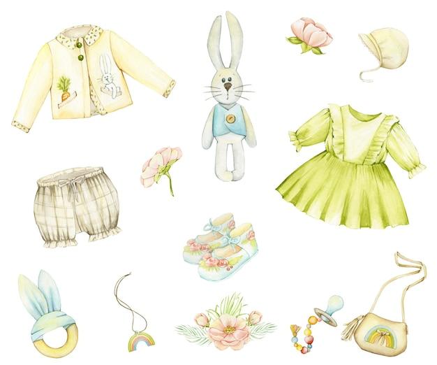 Conjunto em aquarela de roupas de bebê, brinquedos e acessórios no estilo boho.