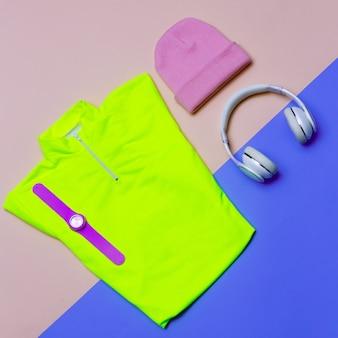 Conjunto esportivo mínimo t-shirt boné tênis traje brilhante roupas de tendência fitness e dinâmica