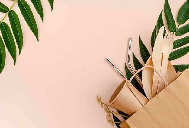 Conjunto gratuito de plástico com bambu, talheres de papel e canudos de metal na cor rosa