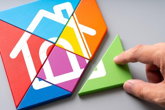 Conjunto habitacional e ícone de conceito em casa no quebra-cabeça colorido
