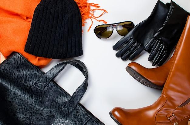 Conjunto liso leigo de roupa feminina em estilo outono