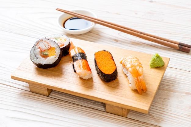 Conjunto mix de sushi - comida japonesa