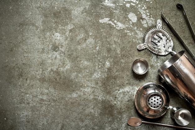 Conjunto para coqueteleira no tabuleiro de pedra