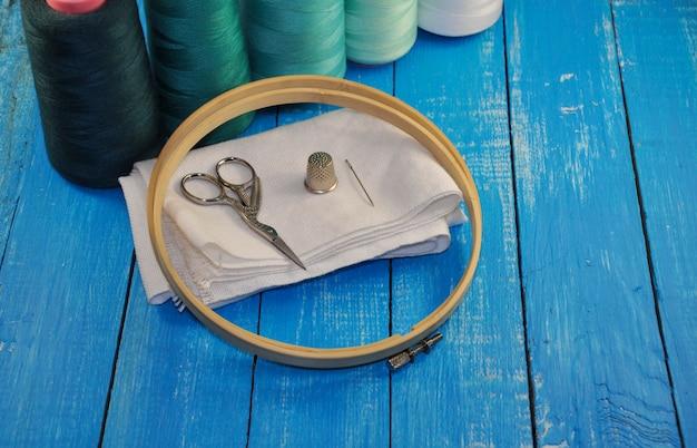 Conjunto para costura e bordado