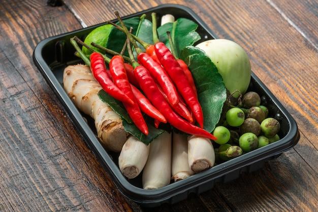 Conjunto para culinária tailandesa em paletes