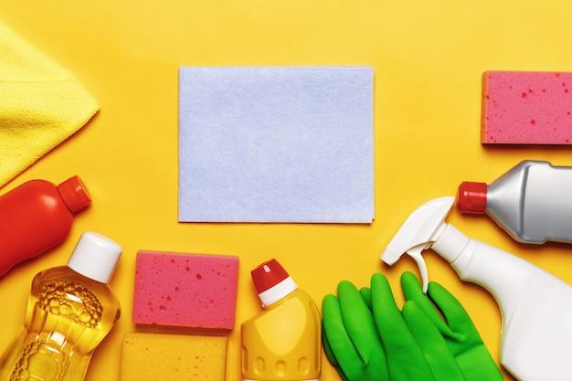Conjunto para limpar várias superfícies na cozinha, banheiro e outros cômodos