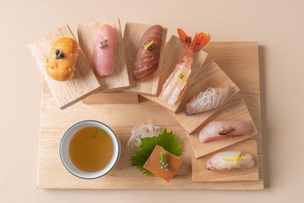 Conjunto premium de sushi omakase