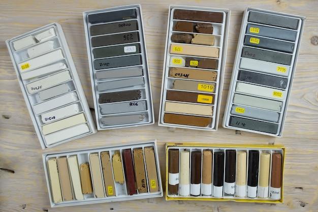 Conjuntos de lápis de cera para restauração de móveis e superfícies de madeira, ferramentas de restauração.