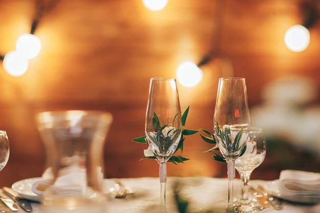 Conjuntos de mesa de casamento no salão do casamento