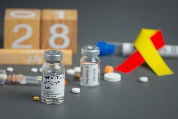 Conscientização do dia mundial da hepatite com fita amarela vermelha