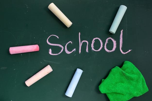 Conselho escolar com a inscrição escola
