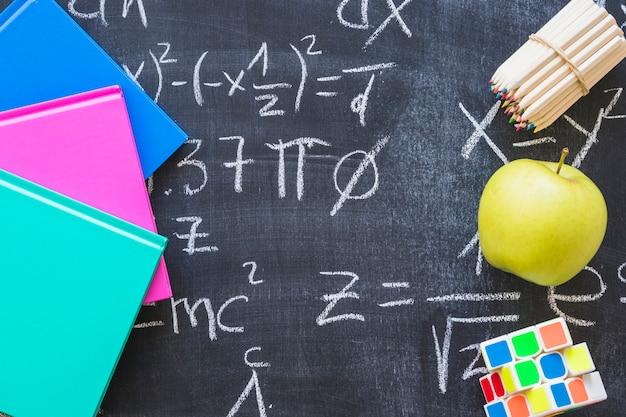Conselho escolar com cálculos matemáticos