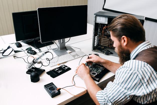 Conserto de conserto eletrônico desenvolvimento de tecnologia de conserto conceito de ciência de construção