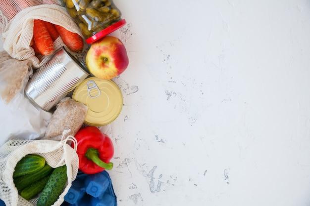 Conservas, arroz, ovos, frutas e legumes