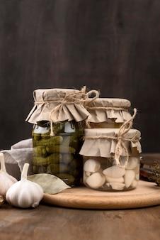 Conservas caseiras em frascos