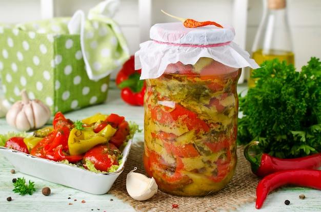 Conservas de inverno delicioso delicioso pimentos em conserva
