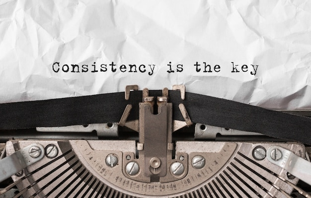 Consistência de texto é a chave digitada na máquina de escrever retro