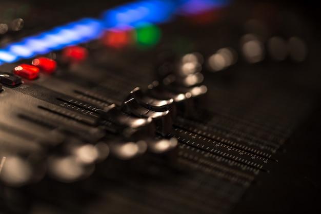 Console de mixagem fader digital com medidor de volume