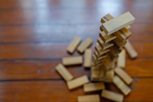 Construção de blocos de madeira, plano e estratégia