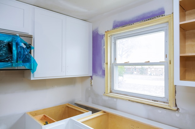 Construção de design de interiores de uma cozinha