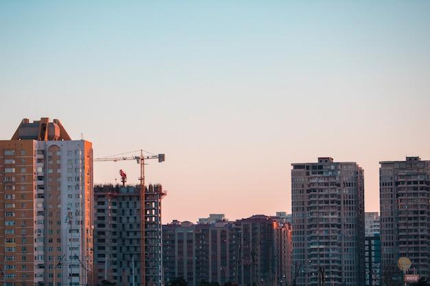 Construção de edifícios altos na cidade