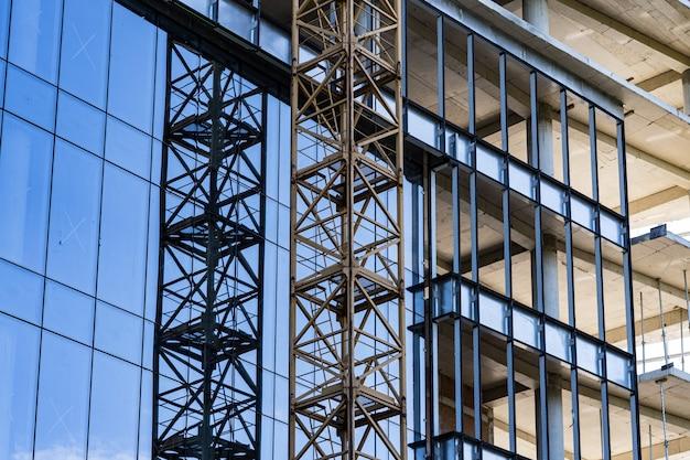Construção de edifícios de arquitetura moderna