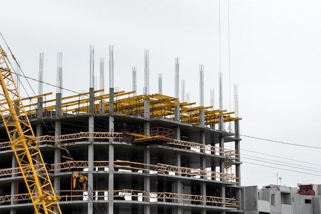 Construção de edifícios em tecnologia monolítica.