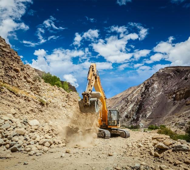 Construção de estradas no himalaia