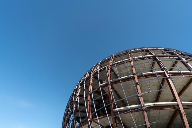 Construção de forma de esfera inacabada