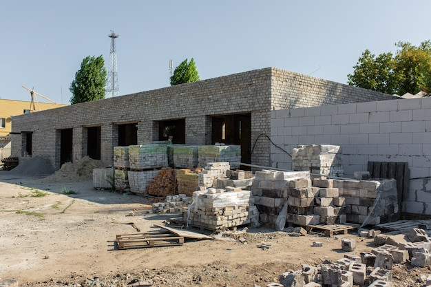 Construção de instalações de armazenamento. blocos de paletes