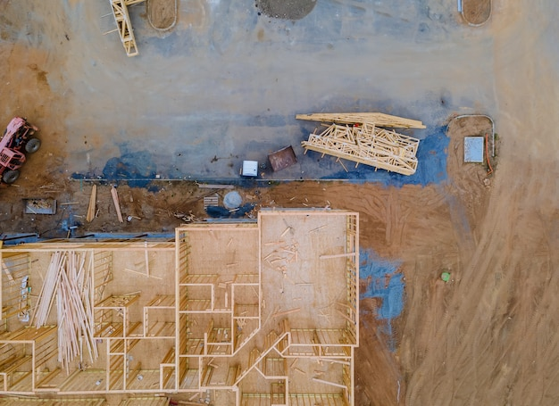 Construção de interior de casa dentro de uma estrutura em estrutura de viga residencial casa nova de madeira