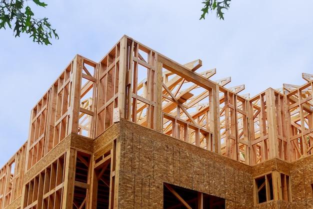 Construção de nova casa construção de feixe de madeira exterior de construção
