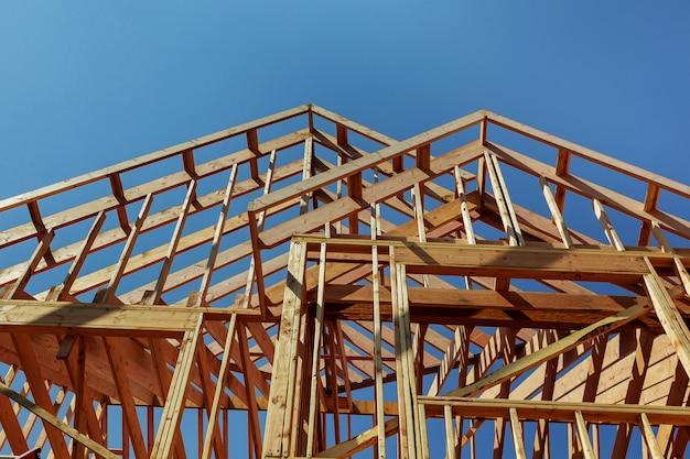 Construção de telhado de madeira, casa, construção de casa
