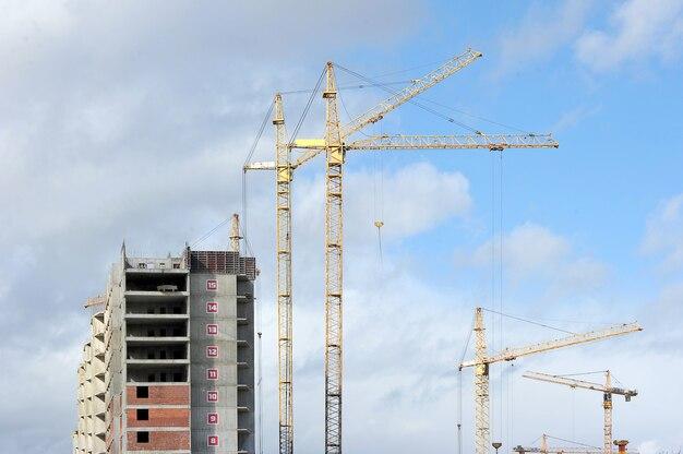 Construção de um moderno edifício residencial