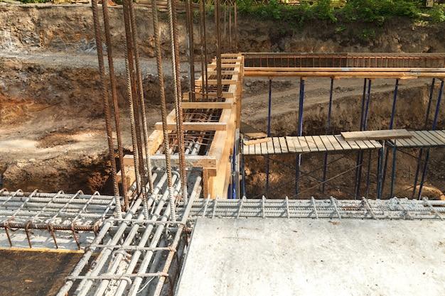 Construção de um novo edifício, encadernação de reforço