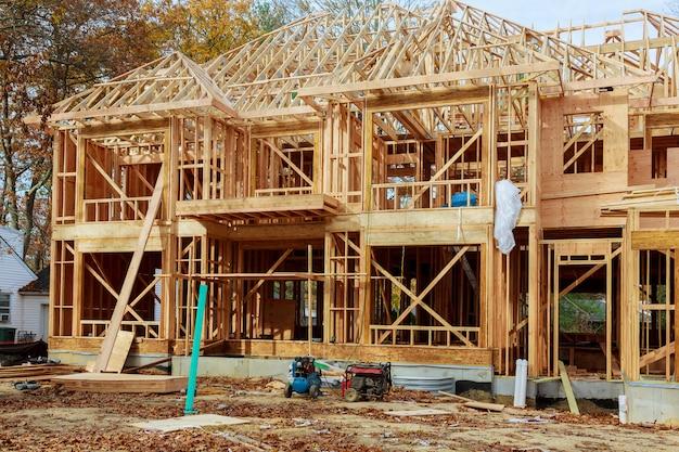 Construção de uma casa de família - construção de uma nova casa de madeira emoldurada