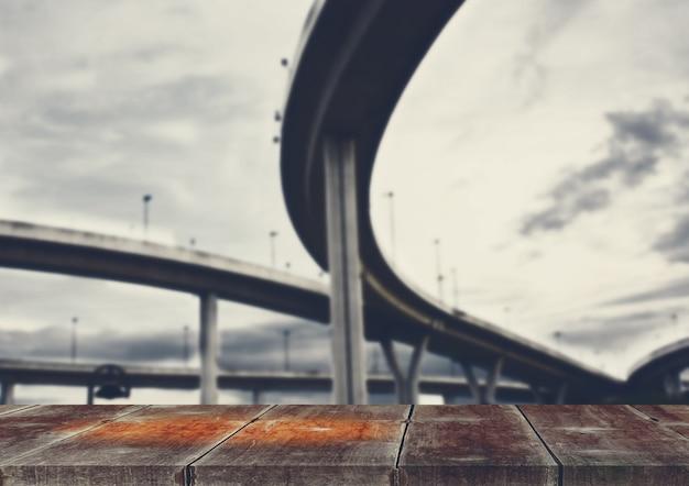 Construção e estrada curva