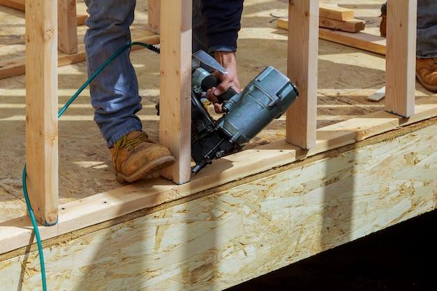 Construção nova da casa de construção de vigas