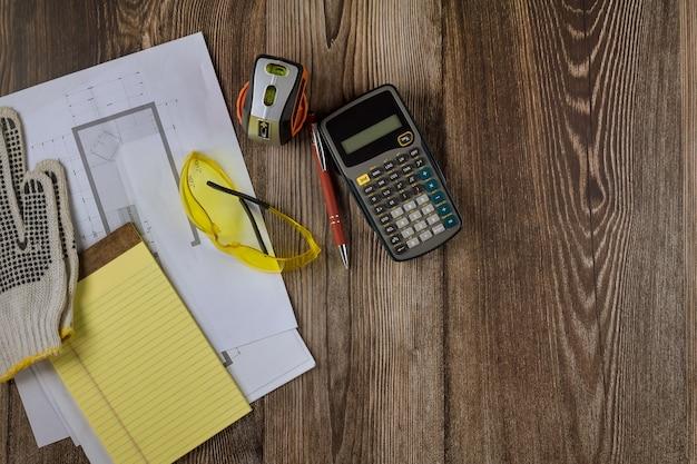 Construção padrão no engenheiro de espaço de trabalho entre os armários de cozinha no plano de arquitetura na calculadora arquitetônica de projeto de papel de papel