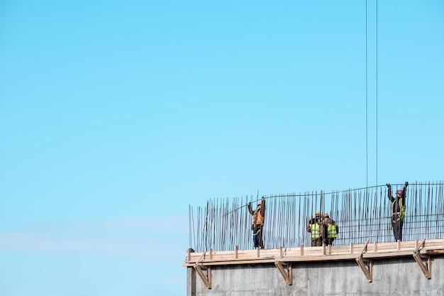 Construção. paisagem urbana. céu azul